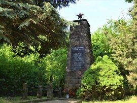 Bunč památník hrdinům 2.sv.války
