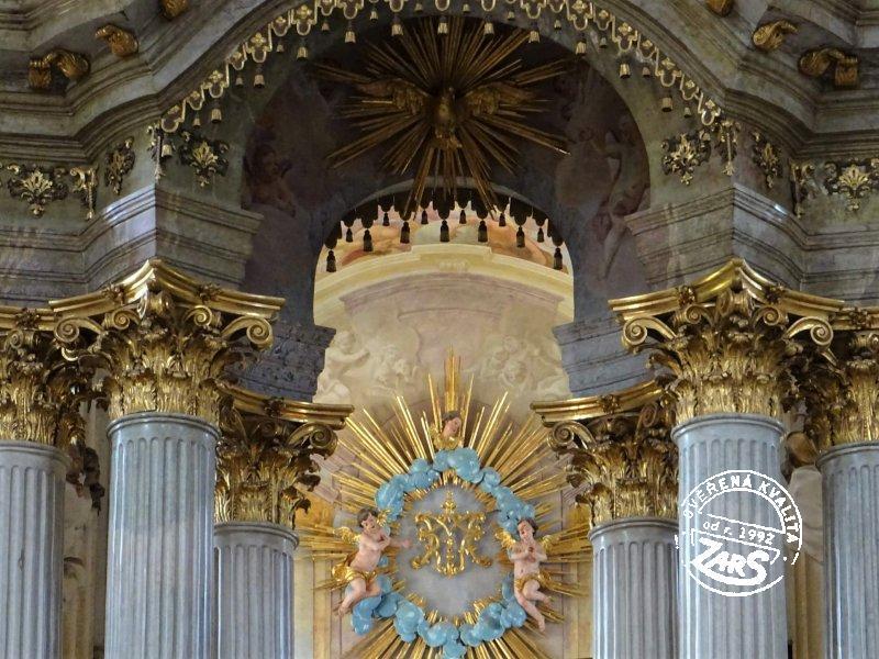Foto Poutní kostel s kostnicí - Křtiny