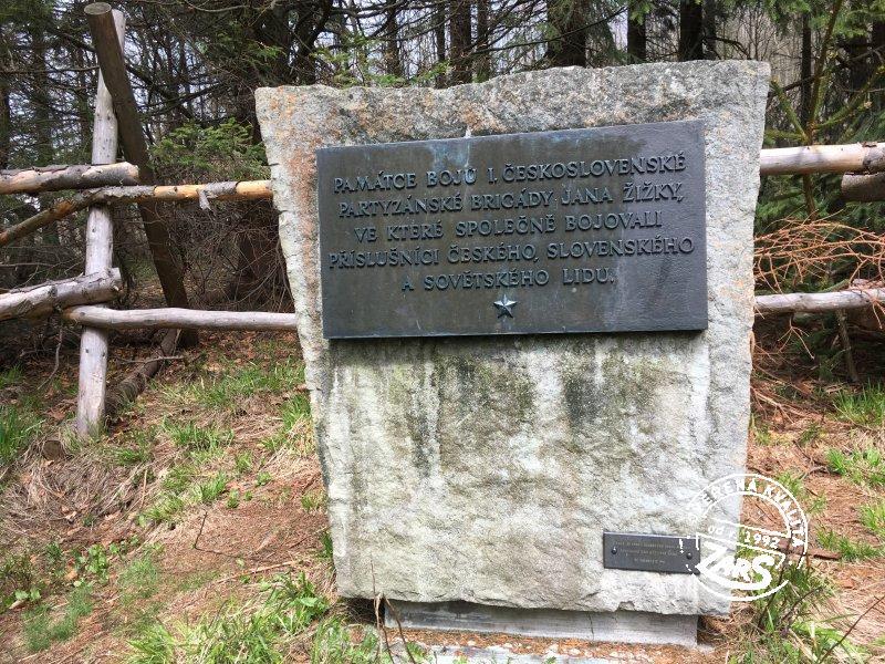 Foto Kněhyně sedlo, pomník a studánka