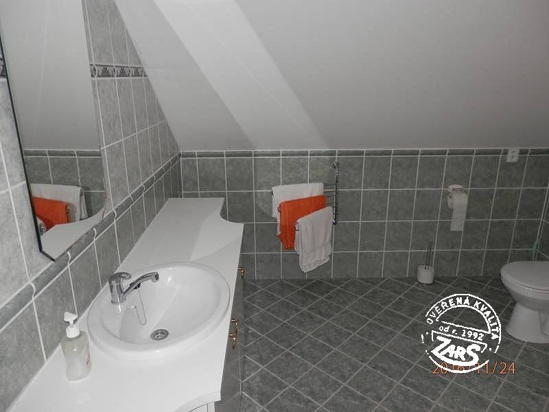 Chalupa Pod Valdštejnem k pronájmu, Český ráj